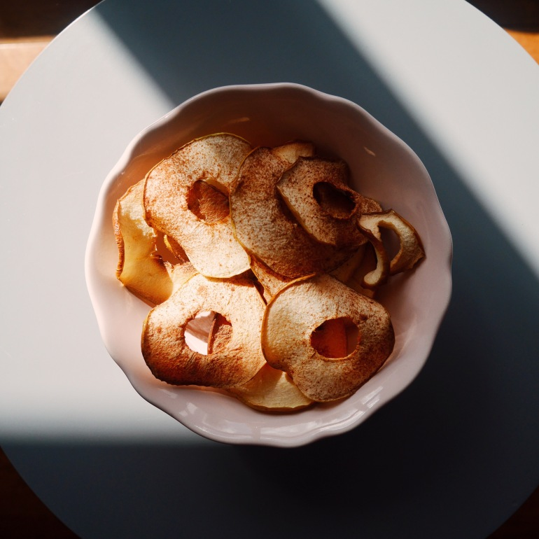 Cinnamon spiced apple crisps